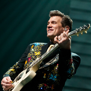 Chris Isaaks vertical Concert Review: Chris Isaak, October 29, Massey Hall, Toronto