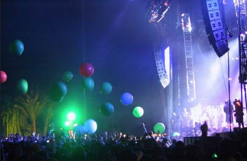 flaminglips Concert Review: Coachella, May 1st 2nd, 2004 [Radiohead, Pixies, The Cure, Kraftwerk, Flaming Lips]